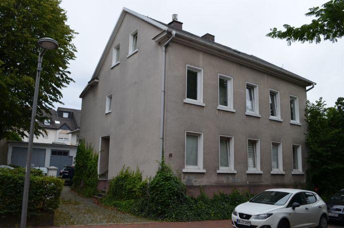 Mehrfamilienhaus in Innenstadtlage mit einem Nebengebäude und Stellplätzen in Lüdenscheid…