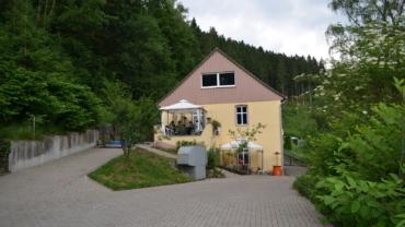 Zweifamilienhaus mit sehr viel Platz, Garage, drei Stellplätze, Garten und Terrasse  in Schalksmühle