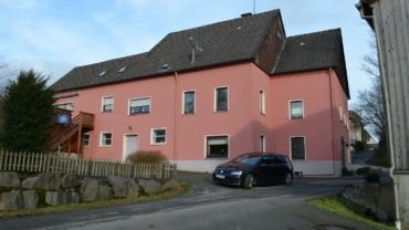 Großes Anwesen mit Ausbaupotenzial  2 Wohnungen, Garten, Carport in Lüdenscheid-Rosmart