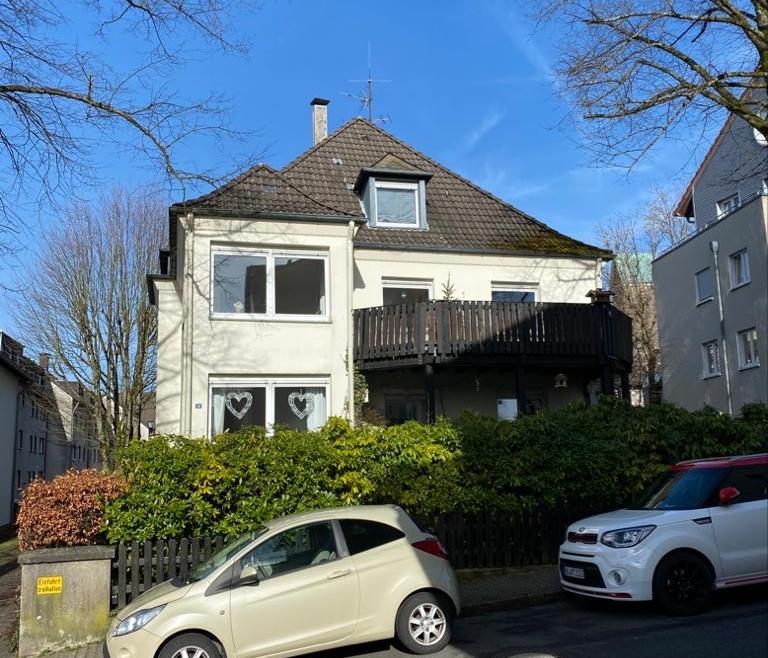 3-Familienhaus mit Balkonen, Garage und Garten aufgeteilt nach Wohnungseigentumsgesetz (WEG) in ETW ´s  im gutbürgerlichem Viertel in Lüdenscheid