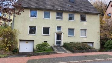 Haus mit 4 kleinen Wohnungen auf großzügigem Grundstück und mit zwei Garagen in Lüdenscheid