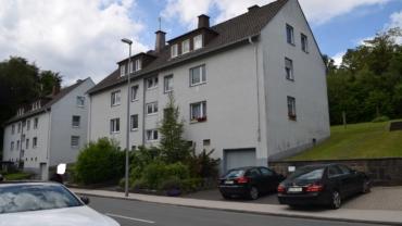 Renditeobjekt in guter Lage  Lüdenscheid/Eichholz mit zwei Garagen und Stellplätzen