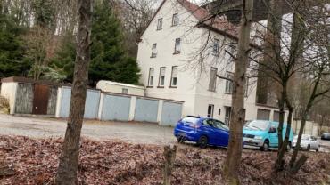 Wohnhaus bestehend aus 4 Wohnungen und mehreren Garagen