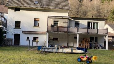 2- Familienhaus mit Garagen, großem Garten und Swimmingpool in ruhiger Lage in Werdohl-Eveking